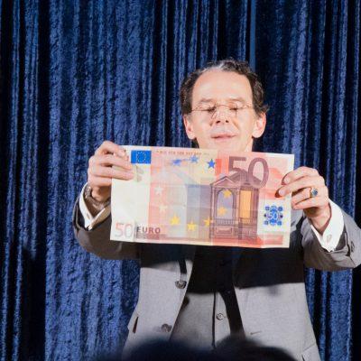 Stefan Alexander Rautenberg zaubert Geld in jeder Größe